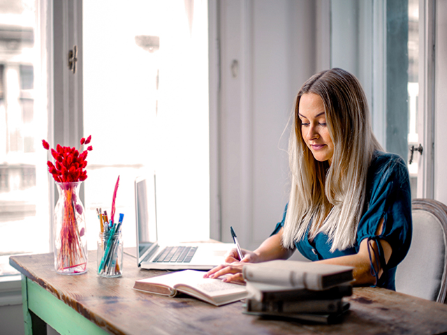 5 Reasons Why Zoom Individual Language Training Helps ESL Students Make Better Progress