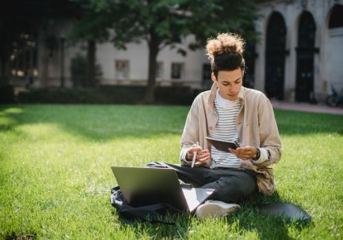 5 Unusual Ways Online English Training Improves Communication Skills